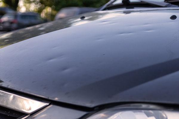 Auto Hagelschaden Motorhaube