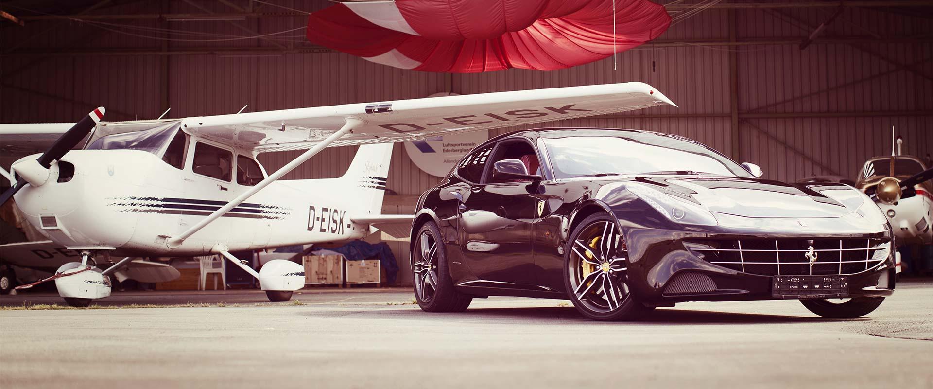 Lackierung Flugzeug Auto Ferrari
